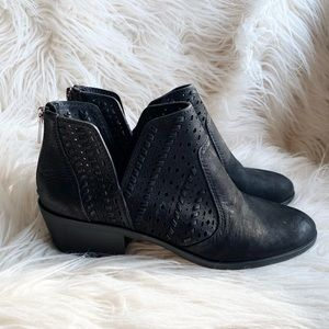 NWT Vince Camuto Prasata Blk Leather Ankle Bootie
